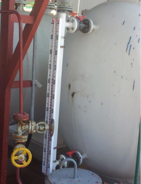 邵阳磁翻柱液位计其实在投入应用以来,一直深受广大用户的青睐,特别是罐、槽、塔、球形容器等液位测量的领域深受青睐。那么是为什么呢
